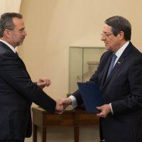 ΠτΔ – Τελετή διορισμού του Επικεφαλής Επιστήμονα για την Έρευνα και την Καινοτομία Προεδρικό Μέγαρο, Λευκωσία, Κύπρος Ο Πρόεδρος της Δημοκρατίας κ. Νίκος Αναστασιάδης στην τελετή διορισμού του Επικεφαλής Επιστήμονα για την Έρευνα και την Καινοτομία κ. Κυριάκου Κόκκινου.  // PoR – Appointment ceremony of the Chief Scientist for Research and Innovation Presidential Palace, Lefkosia, Cyprus The President of the Republic, Mr Nicos Anastasiades, at the appointment ceremony of the Chief Scientist for Research and Innovation, Mr Kyriakos Kokkinos.